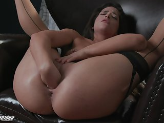 Sex-starved babe Victoria Voxxx is dildo fucking insatiable wet cunt