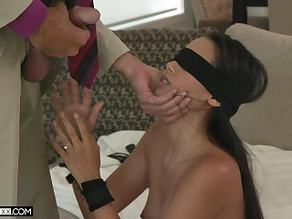 Blindfolded alluring babe with sexy booty Andreina Deluxe fucks doggy darn perfect